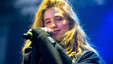 clairo singer